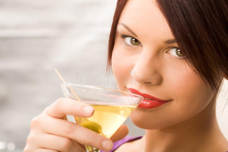 flicka martini arkivfoto