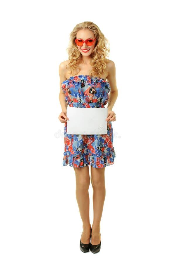 Flicka med arket av papper arkivbilder