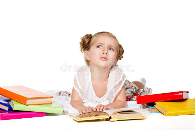 Flicka med böcker royaltyfri foto