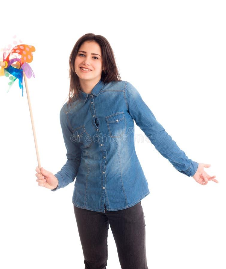 Flicka med den isolerade färgväderkvarnen royaltyfri fotografi