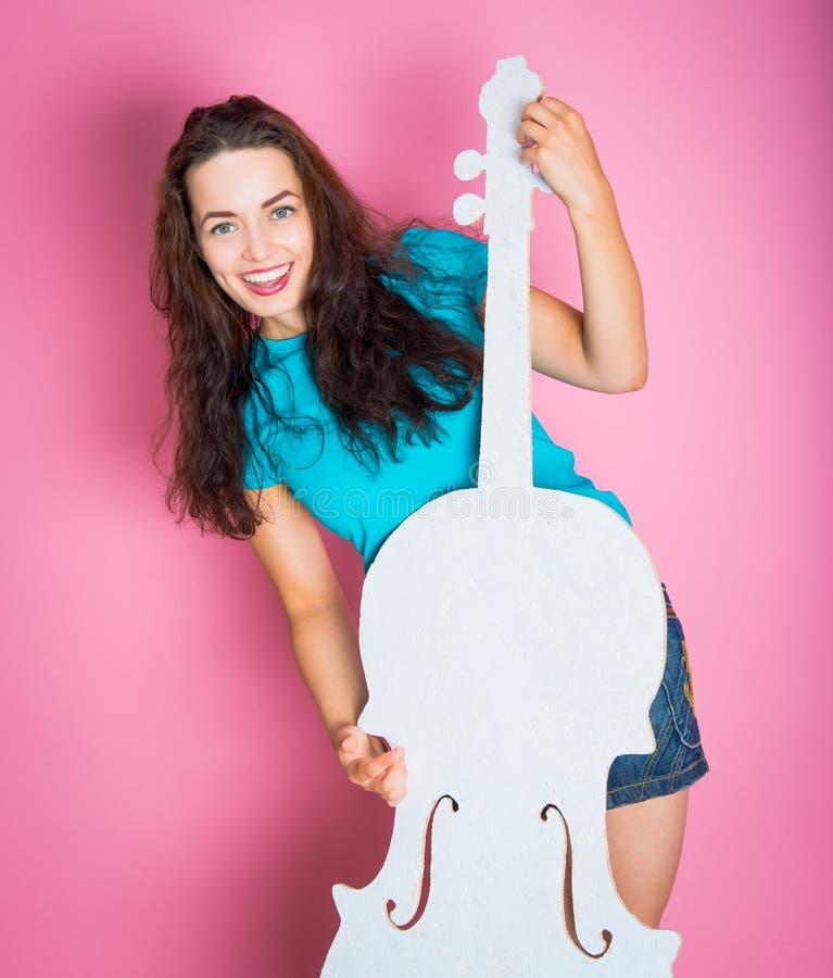 Flicka med den vita violoncellen fotografering för bildbyråer