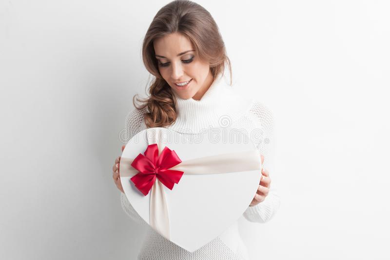 Flicka med denformade asken royaltyfri bild