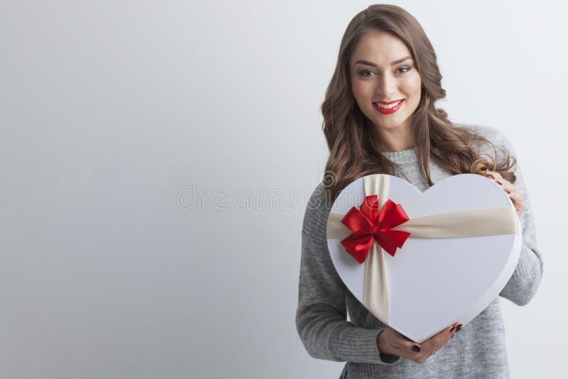 Flicka med denformade asken royaltyfri fotografi
