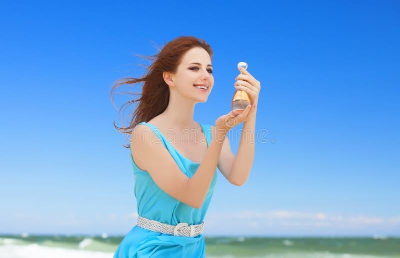 Flicka med doft royaltyfria bilder