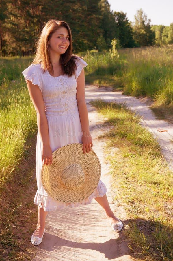 Flicka med en hatt arkivfoto