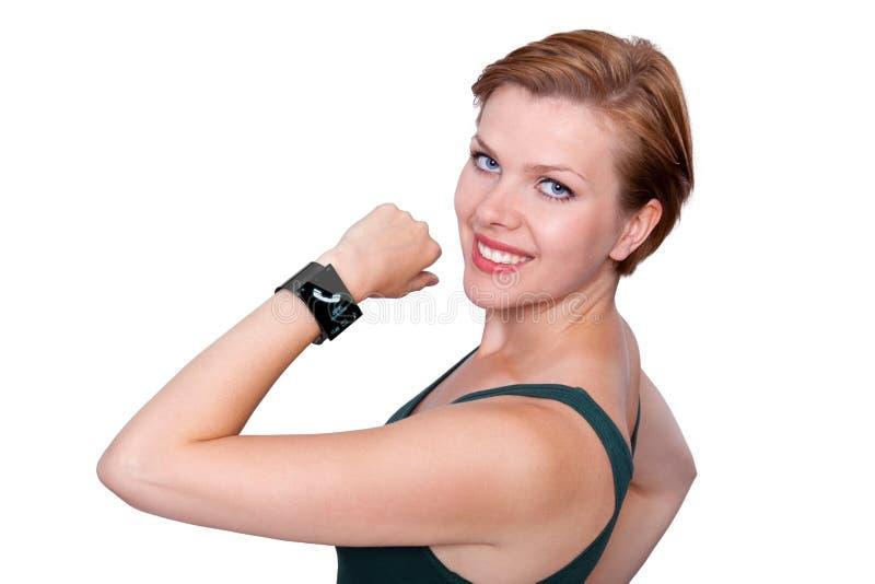 Flicka med en internetSmart klocka som isoleras på vit royaltyfri fotografi