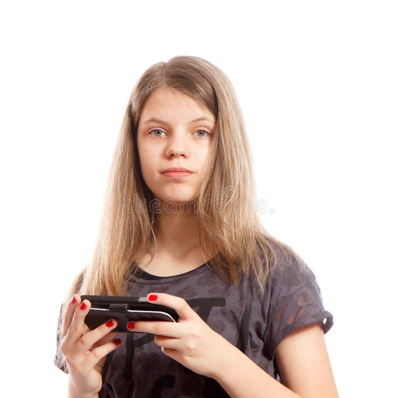 Flicka med en smartphone arkivbild