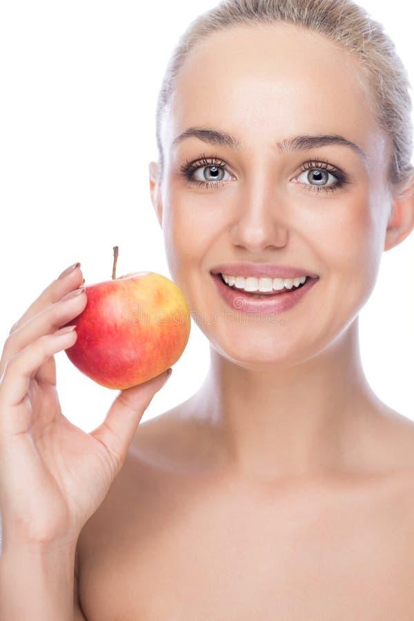 Flicka med ett äpple royaltyfria foton