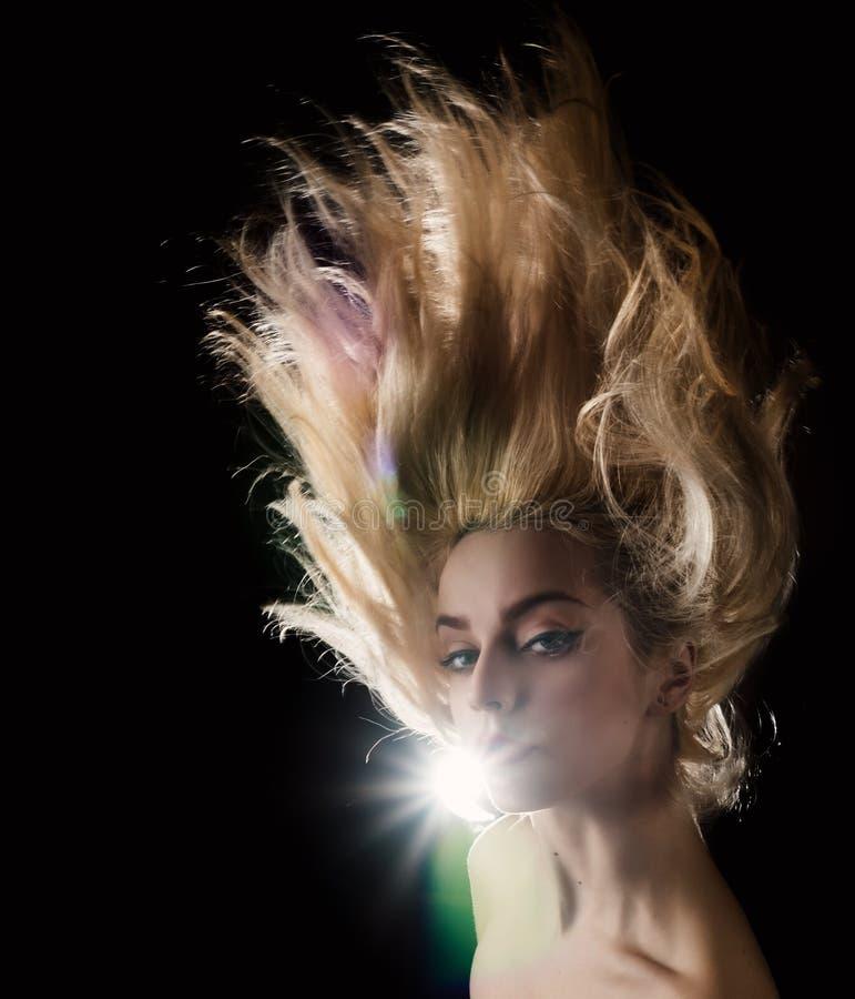 Flicka med härligt hår royaltyfria foton
