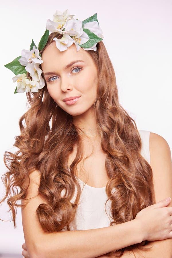 Flicka med härligt hår fotografering för bildbyråer