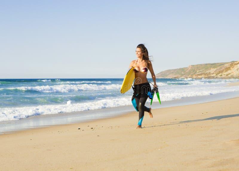 Download Flicka Med Hennes Bodyboard Arkivfoto - Bild av utomhus, ferie: 37344656