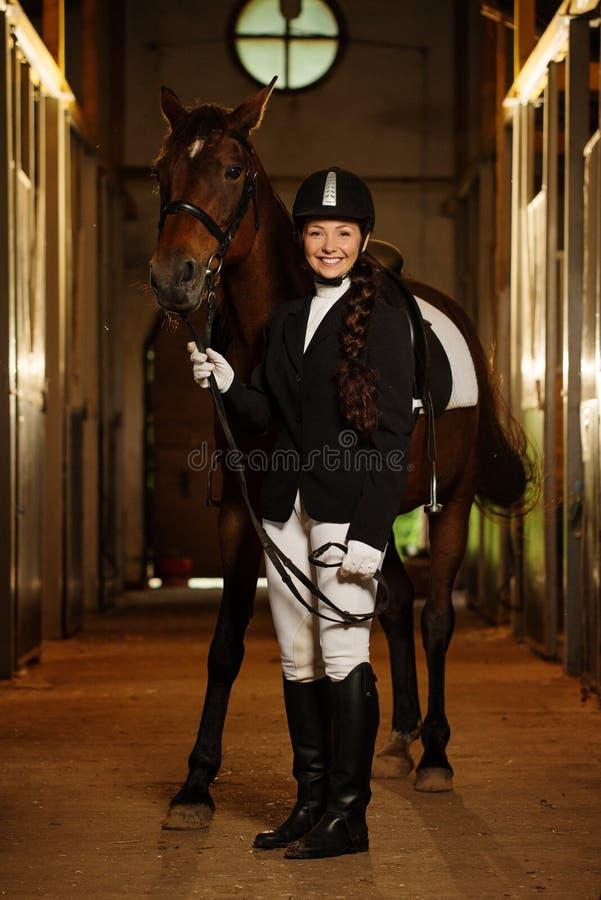 Flicka med hennes häst fotografering för bildbyråer