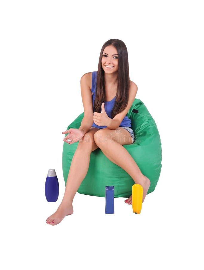 Flicka med hjälpmedlet som att bry sig för kroppen arkivfoto