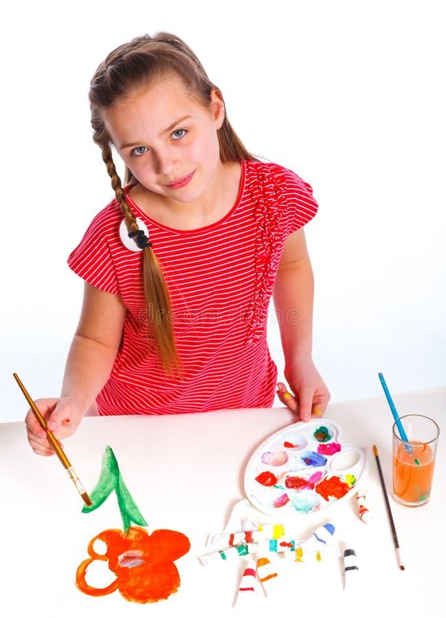 Flicka med målarfärg över vit bakgrund fotografering för bildbyråer