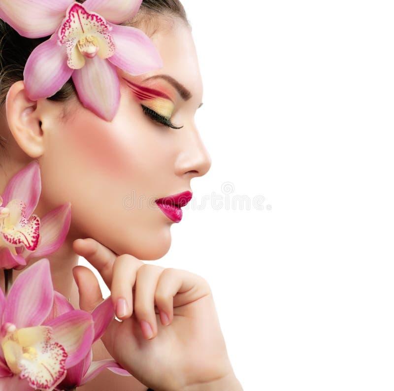Flicka med orchiden royaltyfria foton
