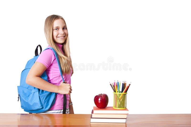 Flicka med ryggsäcken fotografering för bildbyråer