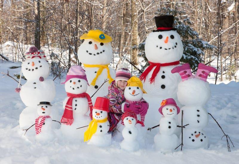 Flicka med snögubbear royaltyfria foton