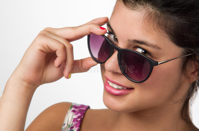 Flicka med solglasögon royaltyfri bild
