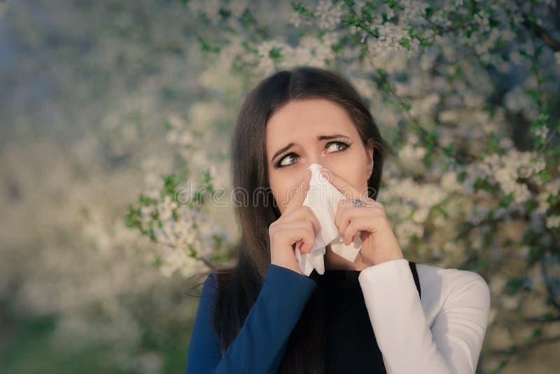 Flicka med vårallergier i blom- dekor arkivbild