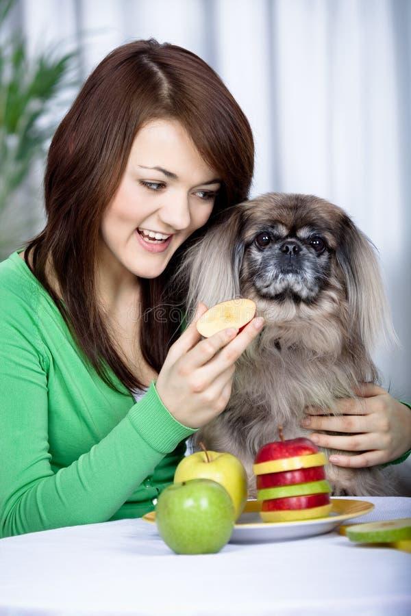 Flicka och hund royaltyfria foton
