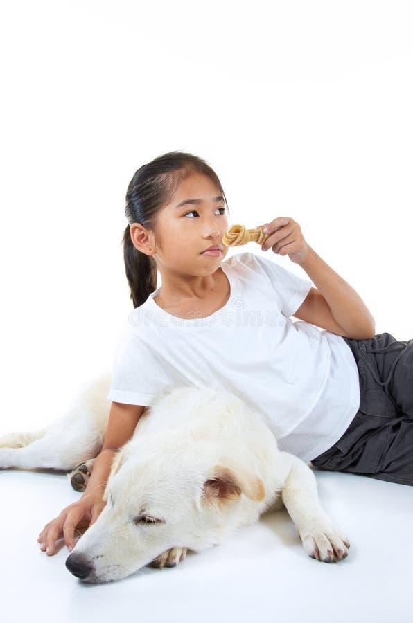 Flicka och hund fotografering för bildbyråer