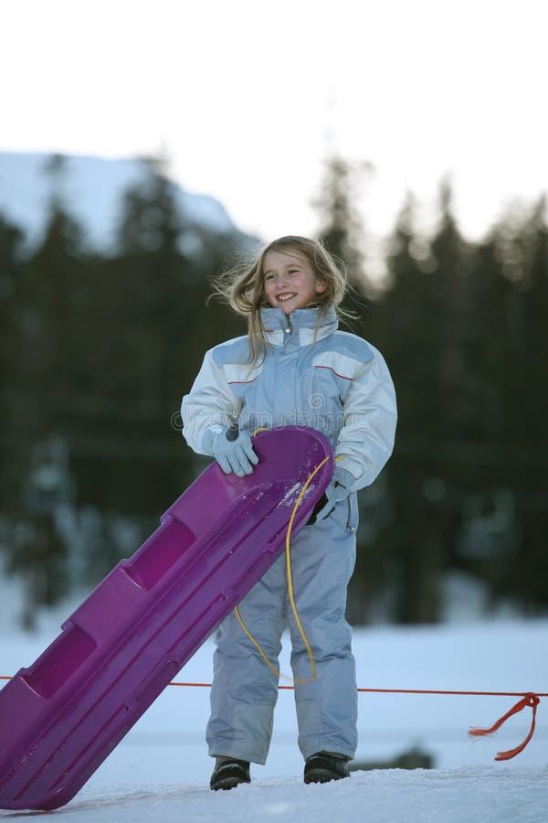 Flicka och sled arkivfoton