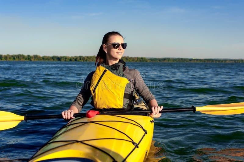 Flicka på en kajak på floden royaltyfria foton