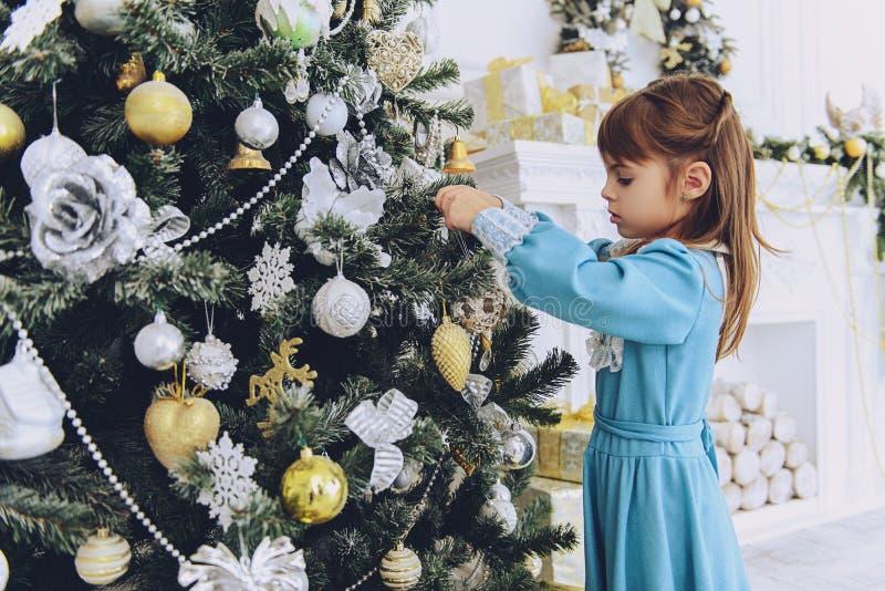 Flicka på jul tre arkivfoton