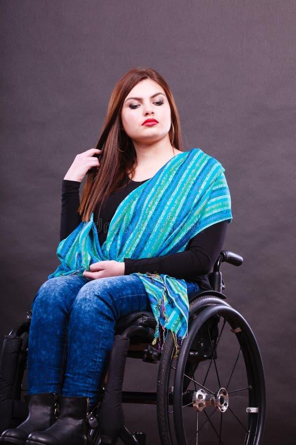 Flicka på rullstolen royaltyfria foton