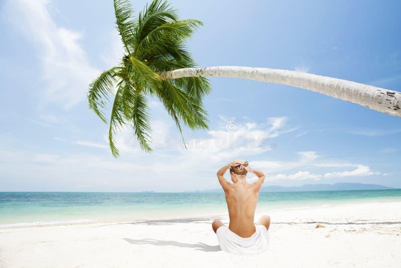 Flicka på strand royaltyfria bilder