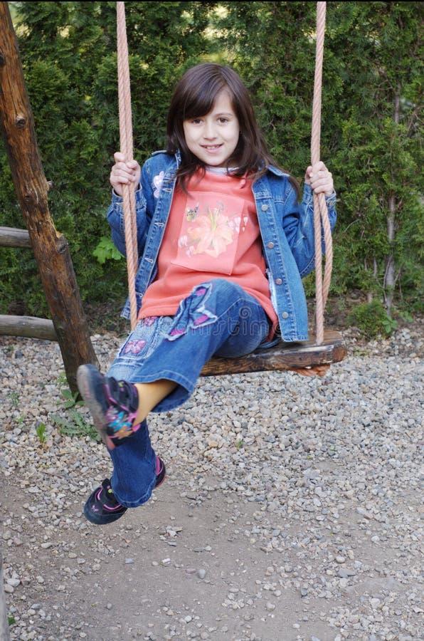 Flicka på swing royaltyfri foto