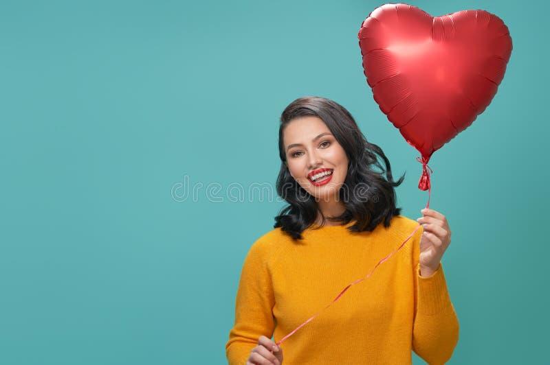 Flicka på valentin dag arkivfoto