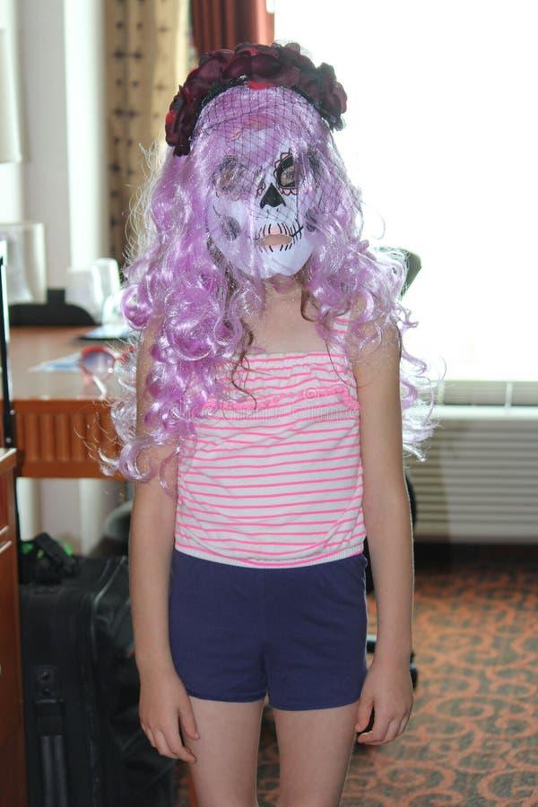 Flicka som är klar för allhelgonaafton royaltyfri foto