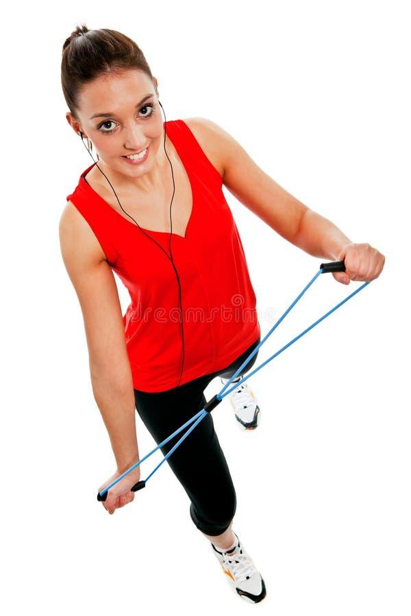 Flicka som övar med det elastiska konditionbandet arkivfoton