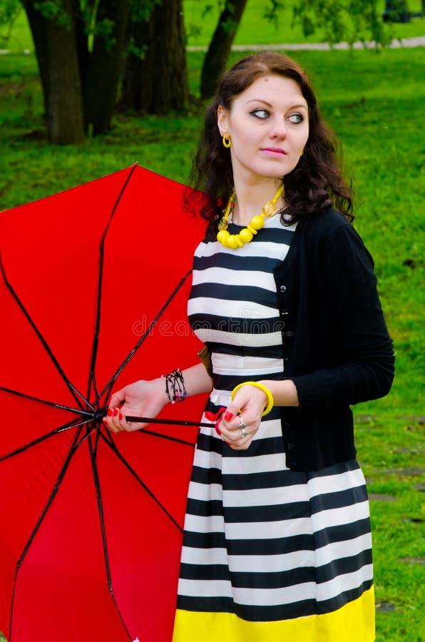 Flicka som går efter regnet royaltyfria foton