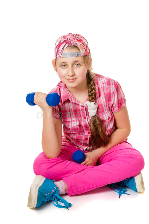 Flicka som gör övningar med hantlar royaltyfri bild