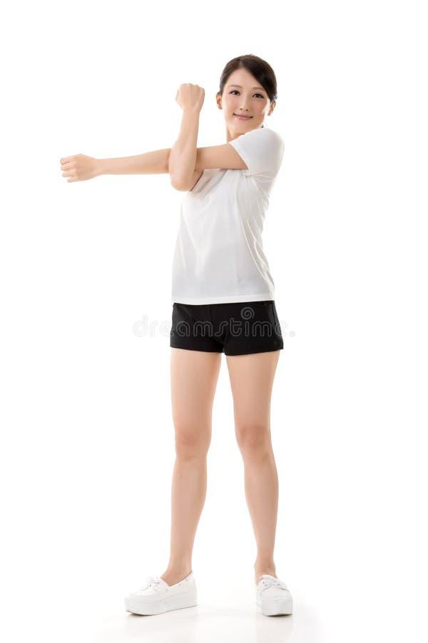 Flicka som gör elasticitetsövning arkivbilder