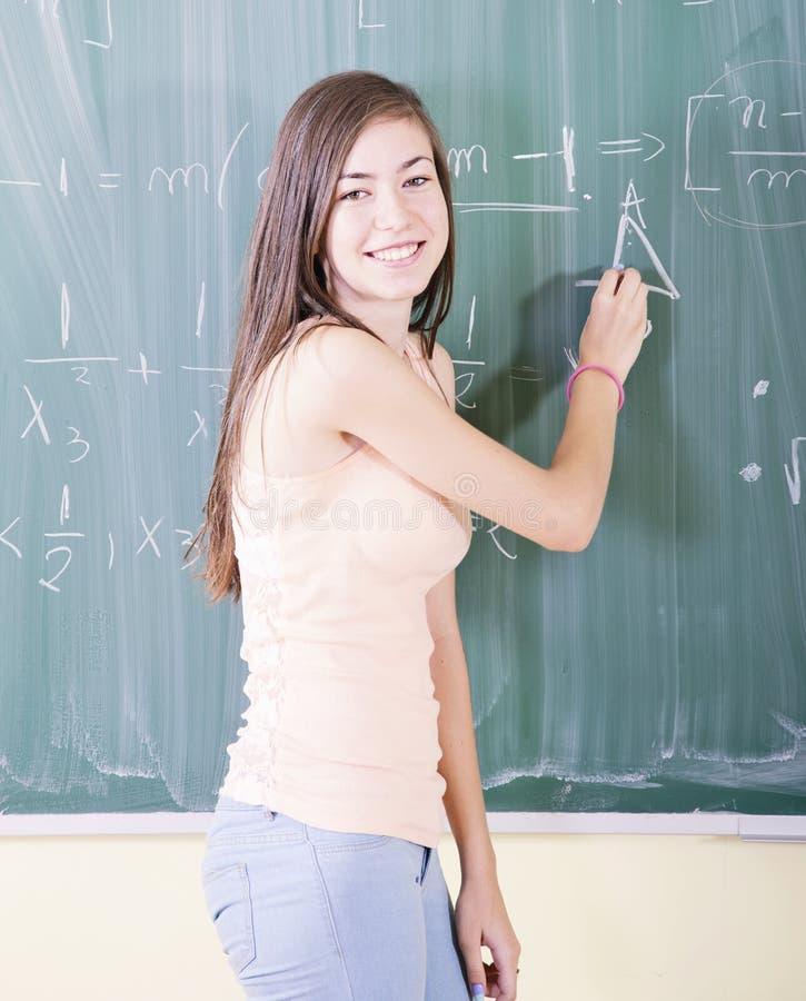Flicka som gör matematik royaltyfria foton