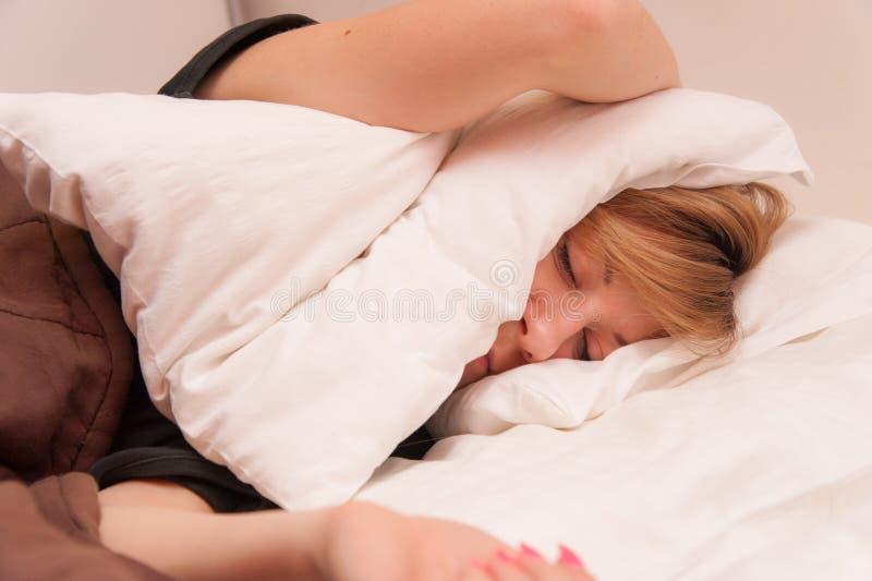 Flicka som har att sova för problem arkivfoto