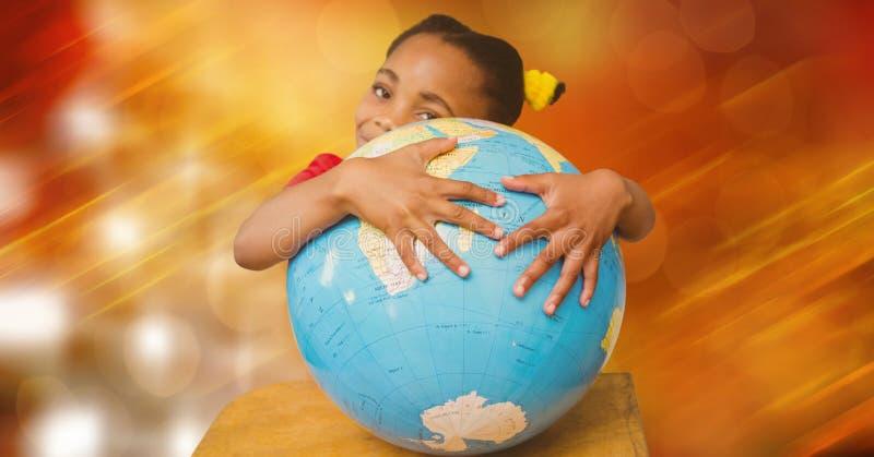 Flicka som kramar jordklotet mot suddighetsbakgrund royaltyfri fotografi
