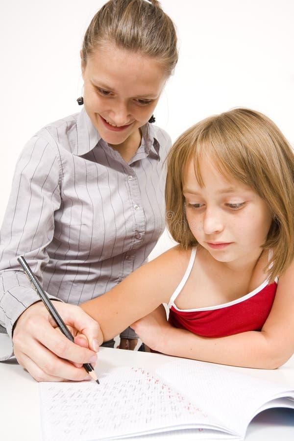 flicka som little lärer att skriva royaltyfri foto