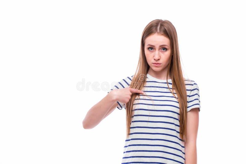 Flicka som pekas på henne arkivbild