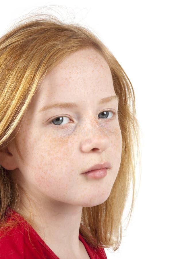 flicka som ser den SAD redheaden royaltyfri fotografi