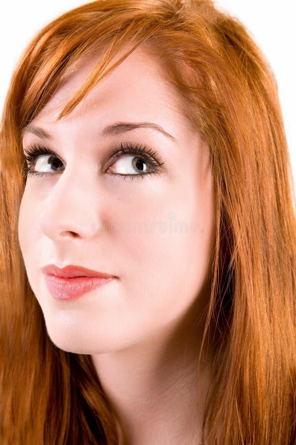 flicka som ser upp redhead royaltyfri bild