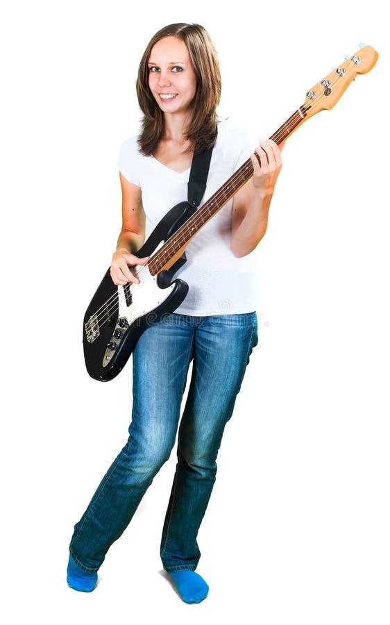 Flicka som spelar elbasen som isoleras på vit royaltyfri foto