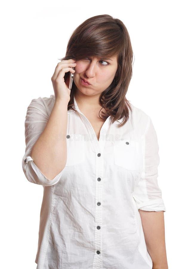 Flicka som trutar på telefonen royaltyfria bilder
