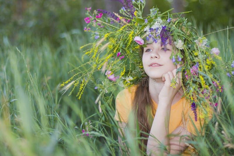 Flicka-tonåring I Krans Royaltyfri Fotografi