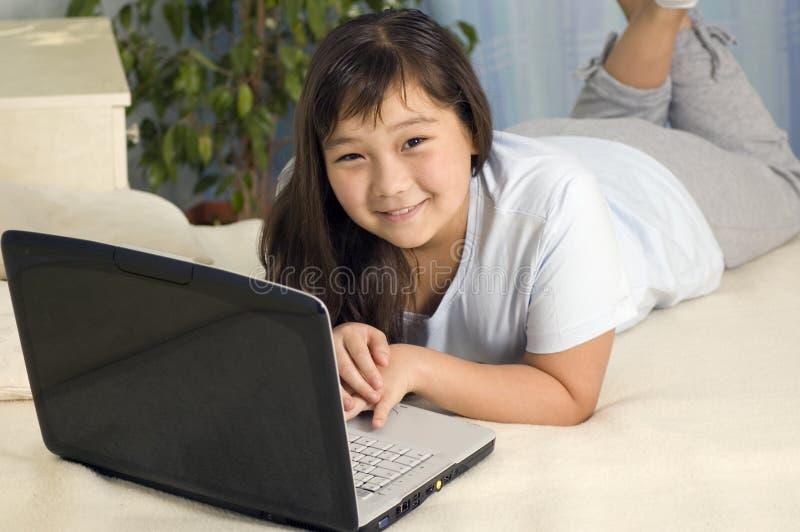 flickaanteckningsbok royaltyfria foton