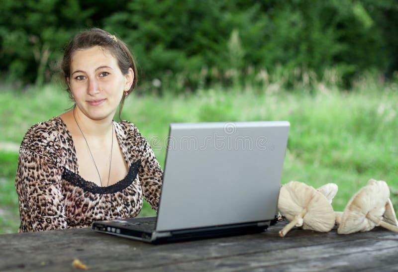 flickabärbar datorbarn royaltyfri foto