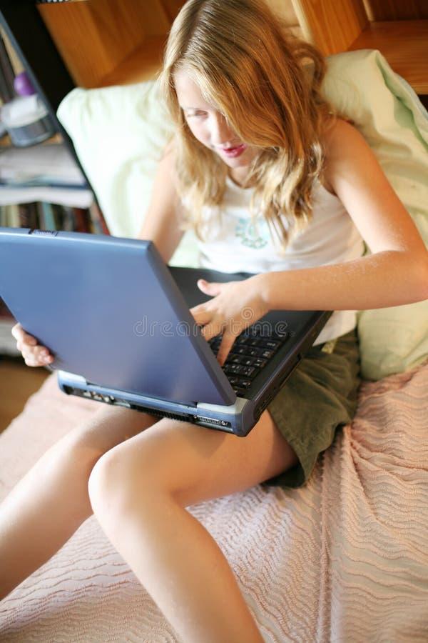 flickabärbar datorbarn arkivfoton